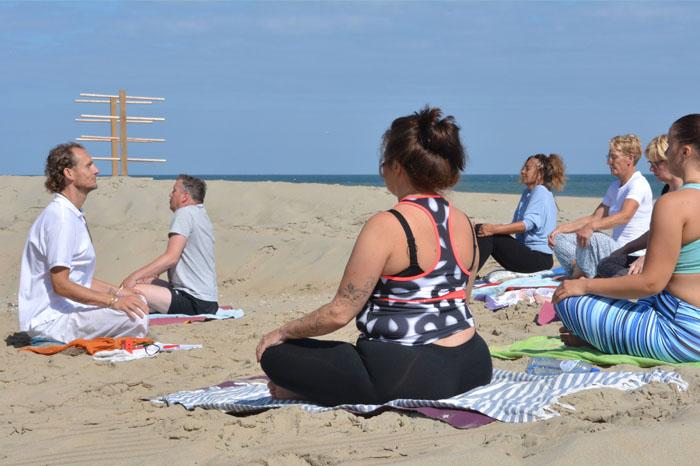 Yoga workshop op het strand