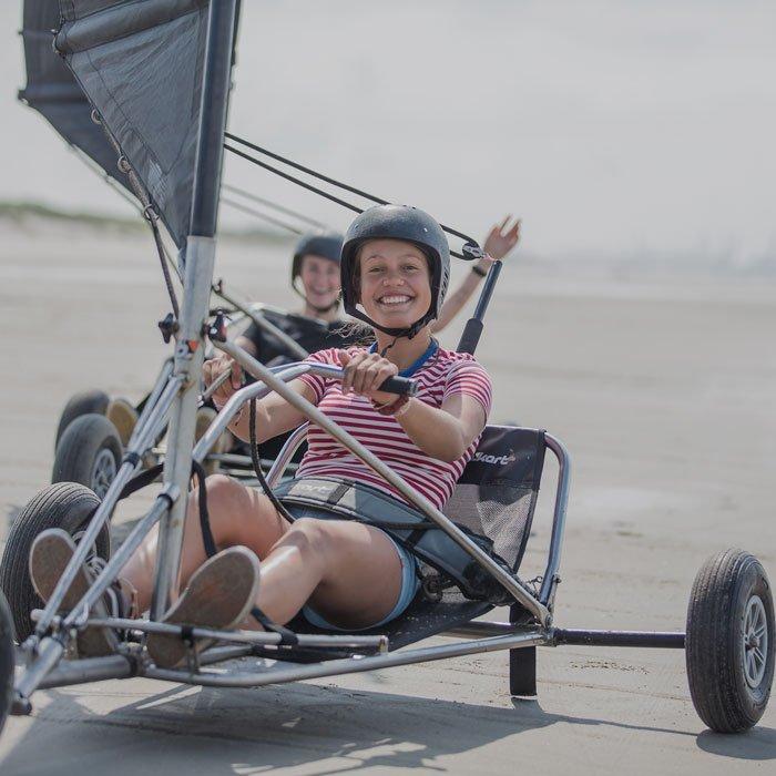 blokarten, blowkarten ofwel strandzeilen in een blokart op het strand met een Vrijgezellenfeest, bedrijfsuitje, familie-uitje of teamuitje doe je tussen Scheveningen en Hoek van Holland, in de regio Zuid-Holland op het strand van 's-Gravenzande bij WATO-Events