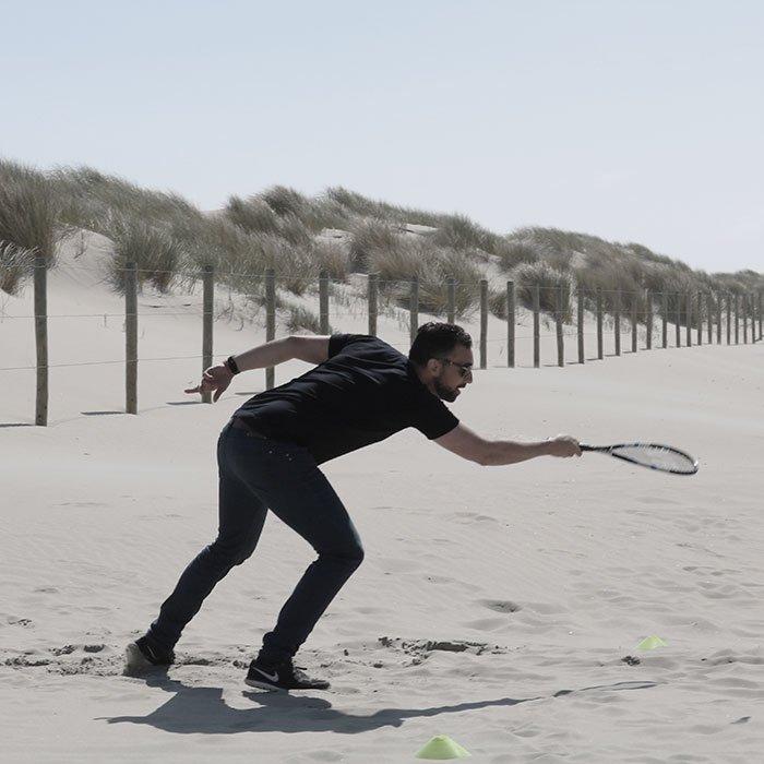 Verschillende leuke strandspellen ofwel echte beachgames spelen met een Vrijgezellenfeest, bedrijfsuitje, familie-uitje of teamuitje, doe je tussen Scheveningen en Hoek van Holland, in de regio Zuid-Holland op het strand van 's-Gravenzande bij WATO-Event.