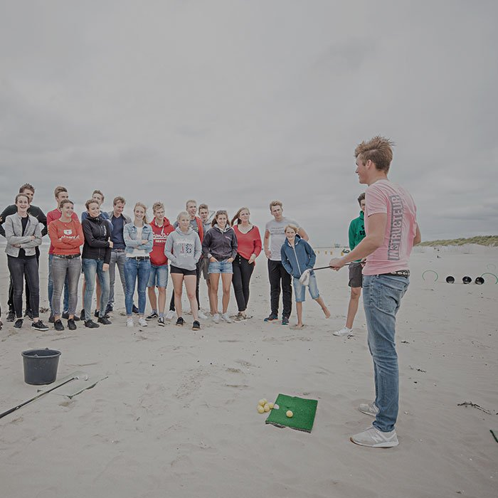 Een drive-inn range op het strand, golfen als een echte professional strandgolfen tijdens uw vrijgezellenfeest, bedrijfsuitje, familie-uitje of teamuitje doe je tussen Scheveningen en Hoek van Holland, in de regio Zuid-Holland op het strand van 's-Gravenzande bij WATO-Events
