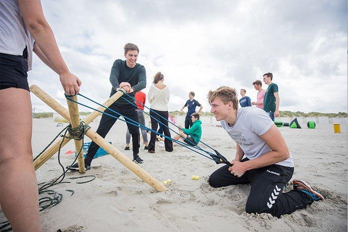 Echte teambuilding of juist individueel belang? Expeditie Robinson is de ultieme uitdaging voor een Vrijgezellenfeest, bedrijfsuitje, familie-uitje of teamuitje, de expeditie spelen doe je tussen Scheveningen en Hoek van Holland, in de regio Zuid-Holland op het strand van 's-Gravenzande bij WATO-Events